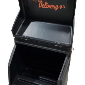 Εσωτερικό μεγάλου πολυκαρμπονάτου κουτιού delivery για πίτσας γίγας 4x4 xl