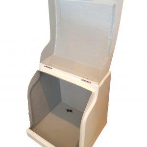 Φωτογραφία εσωτερικού χώρου πολυεστερικού κουτιού delivery NK02 χωρίς εσωτερική επένδυση και ράφι