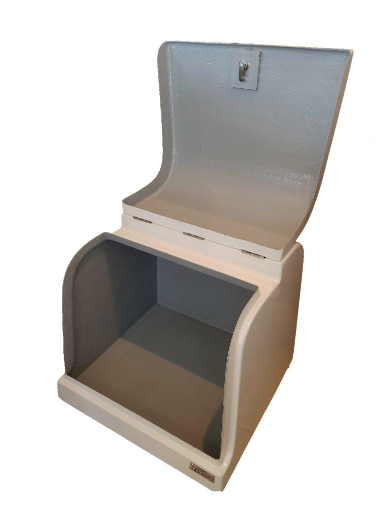 Φωτογραφία εσωτερικού χώρου πολυεστερικού κουτιού delivery NK03 χωρίς εσωτερική επένδυση και ράφι