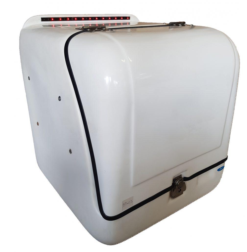NOMIK BT03 Πολυεστερικό κουτί διανομής - delivery ετοιμοπαράδοτο με φώτα led στο καπέλο στον Κορυδαλλό απο την nomik-delivery.gr_